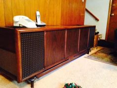 Vintage 1966 Magnavox Stereo (Walnut)