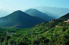 4. Kasbah Tamadot (Atlasgebergte, Marokko) Op 1,320m hoogte biedt dit hotel een prachtig uitzicht over het Atlasgebergte. Het hotel is gekocht door Richard Branson nadat hij het zag op een van zijn ballonvluchten.
