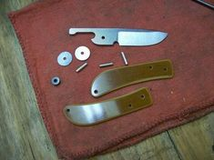 "Képtalálat a következőre: ""friction folder knife plans"" Cool Knives, Knives And Tools, Knives And Swords, Diy Knife, Wood Knife, Friction Folder, Knife Template, Blacksmithing Knives, Opinel"