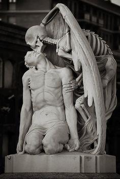 kiss-of-death-Cementerio Barcelona