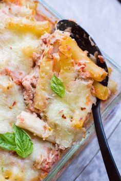 Healthy Baked Ziti is a lighter twist on a classic Italian dish. Made with ground turkey, ricotta and whole wheat pasta, it's a hearty meal the anyone will love! You can substitute ground beef, or leave the meat out to make it vegetarian. This easy dish is SO good! #bakedziti #healthy #recipe #pasta Clean Eating Dinner, Clean Eating Recipes, Healthy Dinner Recipes, Dessert Healthy, Breakfast Healthy, Health Breakfast, Dessert Food, Healthy Dinners, Honey Mustard Chicken Baked
