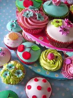/ vintage tea cupcakes / by nice icing / Pretty Cakes, Beautiful Cakes, Amazing Cakes, Cute Cupcakes, Cupcake Cookies, Floral Cupcakes, Birthday Cupcakes, Small Cake, Mini Cakes
