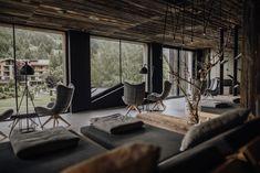 Seit jeher prägt der Wald das Forsthofgut. Für uns stand deshalb fest: Auszeit und Wellness heißt auch, die Natur zu spüren. Mit ausgesuchten Materialien aus den alpinen Wäldern und natürlichen Inhaltsstoffen aus der Region holen wir die Natur in unser waldSPA. Für Energie, Entspannung und Schönheit sorgt zusätzlich die gebündelte Stärke der Elemente: reines Alpenwasser, klare Bergluft, starke Erde und wärmendes Feuer. Conference Room, Spa, Furniture, Home Decor, Time Out, Earth, Fire, Woodland Forest, Nature