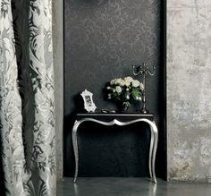 Os revestimentos de parede e mobiliário Bellagio são inspirados em tecidos adamascado francês do século 18, com ornamentos de flores, entre outros. Os elementos são assinados pela Giardini Wallcoverings e estão expostos na Maison et Objet, edição de setembro de 2012, realizada em Paris