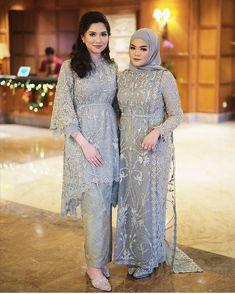 bridesmaid dresses hijab muslim simple | bridesmaid dresses hijab style | bridesmaid dresses hijab maroon | Hijab Prom Dress, Dress Brukat, Kebaya Dress, Muslim Prom Dress, Hijab Gown, Kebaya Lace, Kebaya Hijab, Turban Hijab, Hijab Outfit