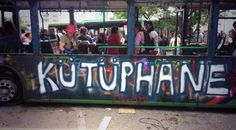 'boeken' pop-up bibliotheek in Istanbul : 'Kutuphane' - one of the pop-up libraries at #OccupyGezi #Turkije #protest