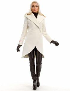 Элегантное зимнее пальто.