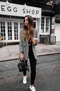 Black and White Blazer Outfit // Monochrome Outfit // Black Skinny Jeans // Fall Outfit // Hounds Tooth Blazer Outfit Winter Fashion Outfits, Fall Outfits, Autumn Fashion, Casual Outfits, Tennis Outfits, Fashion Clothes, Office Outfits Women, Women's Clothes, Fashion Shoes