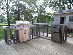 Looking to build the ultimate outdoor kitchen and patio? Here's how to use steel studs and tracks to built the perfect outdoor BBQ island for your backyard. #patio #kitchenisland #cooking #home Modular Outdoor Kitchens, Outdoor Kitchen Grill, Outdoor Kitchen Countertops, Outdoor Kitchen Design, Concrete Countertops, Diy Kitchen, Granite Kitchen, Kitchen Ideas, Kitchen Bars