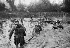 Soviet soldiers overcome a water barrier during an offensive on the North-Western Front, 1943 - pin by Paolo Marzioli Soviet Army, Military Veterans, Red Army, Korean War, War Machine, Vietnam War, World War Two, Bradley Mountain, Wwii