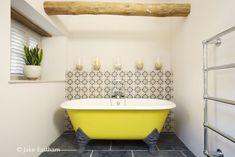Dartmoor Farmstead : Country style bathroom by Woodford Architecture and Interiors Contemporary Bathrooms, Modern Bathroom, Country Style Bathrooms, Bathroom Toilets, Washroom, Yellow Baths, Bath Paint, Small Bathroom Renovations, Painting Bathtub