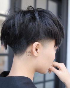 42 Sizzling Ways to Wear Short Hair This Summer Unstructured pixie by Sal Salcedo Tapered Haircut, Pixie Haircut, Short Haircut, 1950s Hairstyles, Summer Hairstyles, Natural Hairstyles, Hair Inspo, Hair Inspiration, Kpop Hair