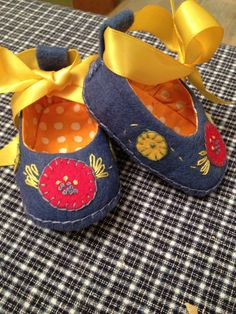 Felt Baby Shoes by SharonLParsons on Etsy, $15.00