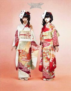 Moa & Yui. Beautiful kimonos!