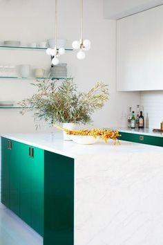 40 Best Kitchen Paint Colors - Ideas for Popular Kitchen Colors Repainting Kitchen Cabinets, Modern Kitchen Cabinets, Kitchen Ideas, Best Kitchen Colors, Kitchen Paint Colors, Interior Design Kitchen, Modern Interior Design, Interior Walls, Layout Design