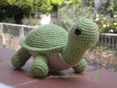 Crocheted by AmigurumisFanClub. Free original japanese pattern: http://www.amigurumisweb.com.ar/html_pag/patron_tortuga_amigurumi.html