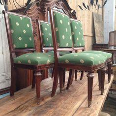 suite de quatre chaises en acajou massif garniture tissus au point ,agrémenté de plaquettes de bronzes . XX siècle .