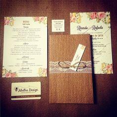 Papelaria completa da @abelhadesign_debora: rústico, romântico, ecológico e flores que representam muita elegância. Lindo, né? Ela faz muitos modelos incríveis, de qualidade e preço justo.  Orçamentos ➜ Whatsapp: (11) 95450-2962, contato@abelhadesign.com ou no instagram @abelhadesign_debora Eles entregam em todo Brasil!  #abelhadesign #convitedecasamento #invitationwedding #wedding #casamento #ceub #casaréumbarato #convite #papelsemente #convitecológico #ecology #primavera #conviterústico…
