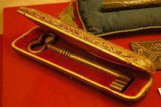 ::::    PINTEREST.COM christiancross    ::::    Golden key of the Holy Kaaba