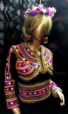 Robe kabyle moderne Dress Sites, Doll Hair, Couture, Traditional Dresses, Cool Style, Sewing Patterns, Chic, Crochet, Hair Styles