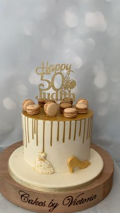 Golden Birthday Cakes, 1st Birthday Cake For Girls, 15th Birthday Cakes, Elegant Birthday Cakes, 50th Birthday, Women Birthday, Birthday Outfits, Birthday Ideas, Chocolate Birthday Cake Decoration