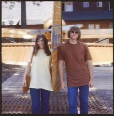 60s Karen and Richard carpenter with big t shirts Richard Carpenter, Karen Carpenter, Richard Lynn, Karen Richards, Seventies Fashion, Perfect Woman, Celebs, Celebrities, Her Music