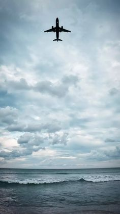 Airplane in the sky Airplane Photography, Nature Photography, Travel Photography, Sky Aesthetic, Travel Aesthetic, Nature Pictures, Travel Pictures, Airplane Wallpaper, Airplane Art