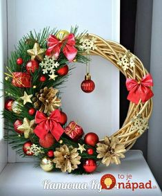 180 beautiful christmas wreath ideas – page 1 Rose Gold Christmas Decorations, Christmas Arrangements, Xmas Decorations, Christmas Home, Christmas Holidays, Christmas Crafts, Christmas Ornaments, Ideas Decoracion Navidad, Holiday Wreaths