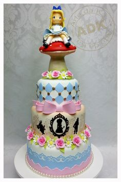 Alice wonderland cake. I love her work, Karine Alves creates masterpieces, a shame that they must be cut at all!