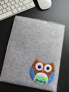 ipad sleeve.. this would be an easy gift for a friend with an ipad without a case.. i might have to do this!