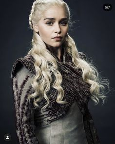 Game Of Thrones Dress, Game Of Thrones Tv, Game Of Thrones Personajes, The Mother Of Dragons, Emilia Clarke Daenerys Targaryen, Game Of Thones, Old Portraits, Sansa Stark, Khaleesi