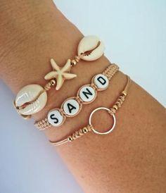 32 Bracelets Ideas - Page 23 of 32 - MyOwnJewelry - Jewelry Designs & Ideas Diy Bracelets Easy, Beach Bracelets, Summer Bracelets, Bracelet Crafts, Summer Jewelry, Bracelet Set, Bracelet Making, Gold Bracelets, Diy Bracelets With Charms