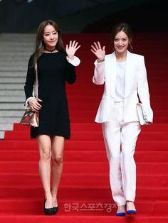 [포토] 레인보우 김재경-고우리, 패션위크 전야제에 저희가 빠질 수 없죠 - 한국스포츠경제