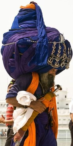 INDIA, Sikh with very large turban