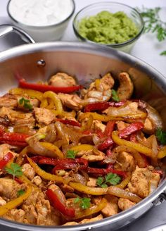 Chicken Fajitas are quick, delicious and loaded with flavor! This sizzling chicken fajita recipe is simple to make in minutes for a festive favorite meal! Fajita Marinade, Easy Cooking, Cooking Recipes, Healthy Recipes, Ww Recipes, Healthy Foods, Cooking Tips, Chicken Fajita Rezept, Easy Chicken Fajitas