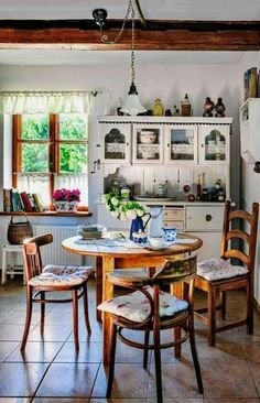 Home Interior Simple Shabby Chic Kitchen, Vintage Kitchen, Living Room Kitchen, Kitchen Decor, Country House Interior, Rustic Home Design, Cottage Kitchens, Dining Room Design, House Rooms
