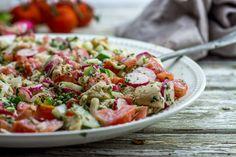 Ici la recette d'une salade composée, fraîche de saison très rapide et facile à faire aux saveurs venues d'ailleurs!