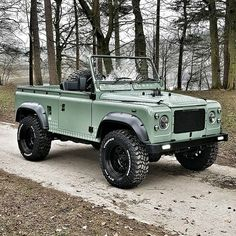 Earlier this 12 months my mates of constructed this stunning Defender. Defender 90, Land Rover Defender, Land Rover Overland, Offroad, Carros Suv, Ford Bronco, Classic Trucks, Classic Cars, Toyota Land Cruiser