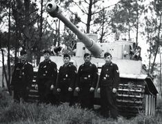 Crewmembers of a Tiger of the schwere Panzer-Abteilung 502 poses in front of they tank in the summer of 1943.