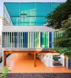 Image 1 of 13 from gallery of School in Alto de Pinheiros / Base Urbana  + Pessoa Arquitetos. Photograph by Pedro Vannucchi