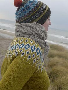 Look at all that gorgeous knitting! Ravelry: Telja pattern by Jennifer Steingass Fair Isle Knitting Patterns, Jumper Patterns, Fair Isle Pattern, Knitting Designs, Knitting Projects, Punto Fair Isle, Norwegian Knitting, Icelandic Sweaters, I Cord