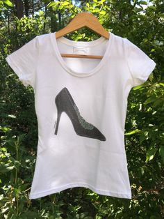 Camiseta Smartyfun-Zapato tacón negro