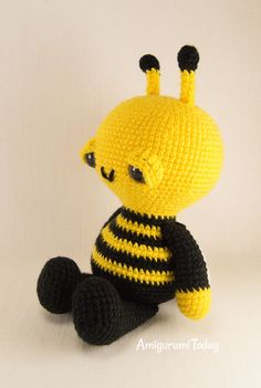 Mesmerizing Crochet an Amigurumi Rabbit Ideas. Lovely Crochet an Amigurumi Rabbit Ideas. Crochet Bee, Crochet Gratis, Crochet Buttons, Love Crochet, Crochet For Kids, Crochet Afghans, Chrochet, Crochet Patterns Amigurumi, Amigurumi Doll
