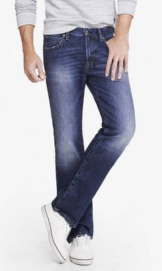 The combination of golden stitching and a traditional blue   wash with a strong fade makes this Rocco Skinny the embodiment of classic casual style. Add a basic tee and cardigan to work that vibe, or a button-up and blazer to get a little swankier. Low rise, slim fit, straight leg with 16 1/2″ opening One...  Price : 79.90$