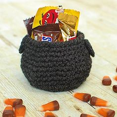 This little cauldron is such a fun Halloween crochet pattern to work up and to add to your Halloween decor! And it is the perfect size to add this treats for your sweeties too!