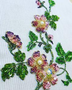 29 отметок «Нравится», 3 комментариев — NIKKISHAA (@nikki.lad) в Instagram: «#embroidery #emblishment #bridal #lengha #emblishments #weddingdress #handembroidery #make #unique…»