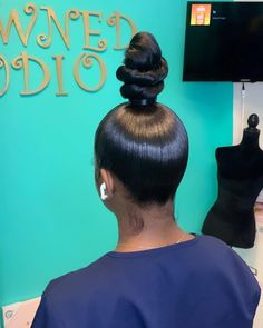 # pony tail Hairstyles Gamay Hair Glueless Virgin Human Hair Wigs Silky Straight Full Lace Wigs With Baby Hairs Hair Ponytail Styles, Weave Ponytail Hairstyles, Baddie Hairstyles, Sleek Ponytail, My Hairstyle, Curly Hair Styles, Natural Hair Styles, Indian Hairstyles, Hairstyles Videos