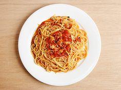 ボンゴレ・ロッソ - アサリのダシとトマトのフレッシュな旨味がたっぷりのソース Quick Pasta Sauce, Spaghetti, Ethnic Recipes, Food, Essen, Meals, Yemek, Noodle, Eten