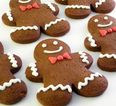 Decorated Gingerbread Men 1 dozen by katieduran on Etsy Gingerbread Man Cookies, Christmas Gingerbread, Noel Christmas, Christmas Candy, Gingerbread Men, Xmas, Christmas Wedding, Christmas Party Snacks, Christmas Cupcakes