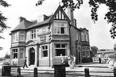 The Cremorne Pub 1990 Nottingham Pubs, Public Hotel, Old Pub, Belfast, Family History, Cool Pictures, Queens, The Past, Old Things